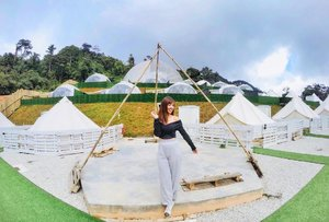 Tents and partial see through domes for a glamping weekend. Yay or nay? It's definitely a yay for me ☺️⛺️ . . . . #glamping #glampinglife #glampingmalaysia #glamzspace #outdooradventures #outdoorfun #weekendvibes #weekendgetaway #cuticutimalaysia #allitravel #travelgram #travelasia #travelholic #travelstoke #wanderlust #exploremore #travel3sixty #passionpassport #clozette #ootd #wiwtd #iloveshowpo #vscocam #gopro #goprohero4 #goprotravel #gopronation #goproeverything
