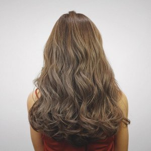 Stunning colour without compromising on the health of your hair only at @90s_hairstyle_ !  Colour: Ash grey