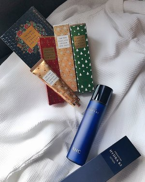 This AM's agenda: lounging in the hotel room with my girlies with @ahcbeautysg premium Hydra B5 lotion & The Pure Real Eye Cream for Face! 💆🏻♀️For the un-initiated, AHC stands for Aesthetic Hydrating Cosmetics and it's a korean brand that was sold in Korea aesthetic clinics until it was launched to the public. 🤗. . . . #enasbeautytalk #AHCMySecretYourSecret #AHCBeauty #AHCKoreanAestheticBeauty #KBeauty #SP #Clozette