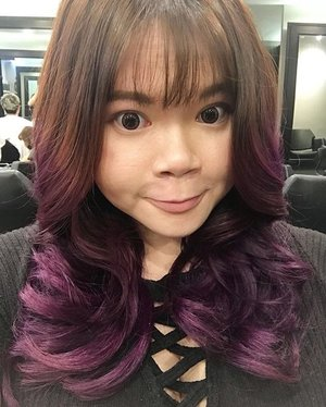 New hair cut for the coming new year~ 2.5 months hair color still looking good. Hair feels extra smooth and nice after scalp and hair treatment! Always thankful to @eleinchong from @artistryhairsg for making my hair look so good! Quote my name for up to 30% off hair services!! #hairswag #hair #purplehair #sgig #clozette