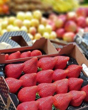 Strawberry season in Spain, super juicy and sweet!  #clozette #foodspotting #iweeklyfood #fooddaddict #foodgasm #foodpic #sginsta #sgeats #foodshare #nomnom #igersgs #foodporn #yummy #foodsg #burpple #sgfood #sgfoodbloggers #sgfoodies #igsgfoodies #pintxos #sansebastian #spanishfood #strawberry