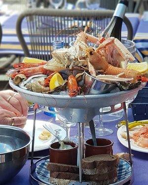 Delicious seafood platter in Biarritz, France;  near the Basque coast.  #clozette #foodspotting #iweeklyfood #fooddaddict #foodgasm #foodpic #sginsta #sgeats #foodshare #nomnom #igersgs #foodporn #yummy #foodsg #burpple #sgfood #sgfoodbloggers #sgfoodies #igsgfoodies #pintxos #biarritz #frenchfood #seafood