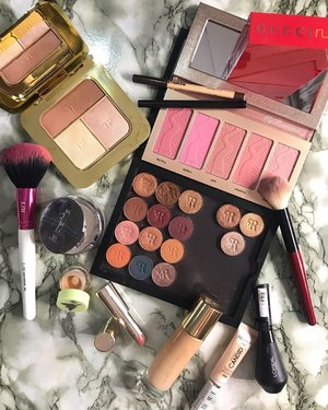 """Today's makeup menu for a glorious morning spent with a friend @fatimahearts of @bakedbymoi 👯♀️ • • """"We didn't realise we were making memories, we just knew we were having fun."""" • • #MyRomana #clozette #beautycommunity #makeuplover #makeupflatlay #makeupcollection #discoverunder100k"""