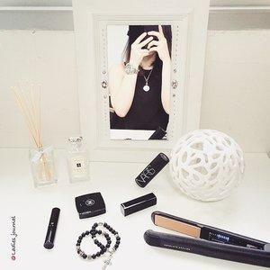 Black and White kind of the day! #ladies_journal #clozette #clozetteambassador #vanity #DIY #bw