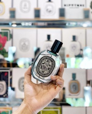 Adding the new @diptyque Eau de Minthé to our fragrance wardrobe. Inspired by Greek mythology, this mint fragrance is accentuated with nutmeg and accompanied with scents of rose and geranium — absolutely refreshing! #Clozette #diptyquesg #minthology