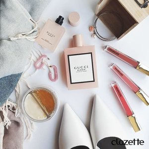 Love dainty-looking beauty products? Us, too! Some of our faves include @freshbeauty's Rose Deep Hydration Sleeping Mask, #UnrealHighShine Volumizing Lip Gloss from @hourglasscosmetics and Gucci Bloom. What's the most photogenic makeup or skincare item you ever saw? #Clozette #ClozetteSHOTS #freshbeauty #guccibloom
