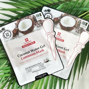 Coconut mask for the humid weather; seemed hydrating and thirst quenching. 🌴  #clozette #clozetteid #beauty #beautyblog #igbeauty #bblogger #bbloggers #blogger #instablogger #instablog #beautyaddict #cosmetics #clozettedaily #clozetteinsider #clozetteco #clozettesg #flatlay