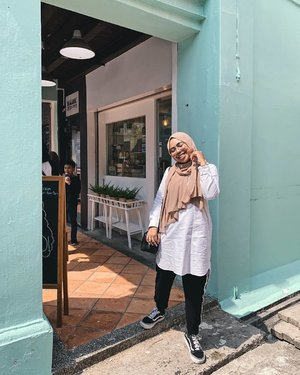 Out here soaking some sun from Jalan Pisang ✨🌤 How's your weekend going? 📷: @aisyzhar . . . #styleoftheday #fashionbloggers #ootdwomen #ootd #ootdmagazine #ootdmalaysia #ootdhijab #fashionblogger #fashiondiaries #fashionaddict #stylediaries #whatiwore #hidayahwears #fashionkilla #fashionistas #ootdfashion #fashiongram #modestymovement #modestroute #clozette #hijabfashion #hijabistgirls #hijabista #modestfashion