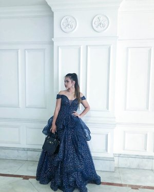 Throwing back to this cinderella moment because I miss feeling pretty. Gown by @alelux_official .  #msbp #throwback #aleluxluxurygownrental #cinderella #friday #throwback #potd  #clozette #chinaphilicoordinate