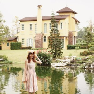 Traveling takes me places, and so it took me to my fairytale home by the lake 🏡☺️🧚🏻‍♀️ //