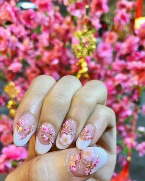 // 🌺 It's that time of the year to dress up those fingers and toes. 💅🏻 . . . #cny #cny2019 #sakura #clozette