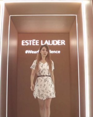 Prob the most creative event photobooth ever! We all got to experience life as a commercial model for @EsteeLauder_SG for a wee while 📸 🙊 . I've personally tried out the Double Wear Stay-In-Place foundation and it def lives up to its name as Asia's #1 Foundation, it's not cakey, goes on easily and lasts for the whole day! It's now become one of my fav foundations. . #EsteeLauderSG #DoubleWear #WearConfidence #Clozette
