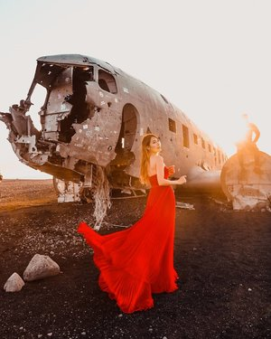 I could be your perfect disaster . Solheimasandur Plane Wreck: This site feels like it would be part of a sci-fi movie; an abandoned plane in an eerie plain of endless black sand. ✈️In 1973 a United States Navy DC plane ran out of fuel and crashed on the black beach atSólheimasandur, in the South Coast of#Iceland. Fortunately, everyone in that plane survived. The remains are still on the sand very close to the sea. . 💡Tip: You're no longer allowed to drive to this site, so you either walk for an hour in the cold or pay $20 for a return bus ride to the site which runs every 40mins. Bus tickets can be bought online or direct on the bus and there's usually enough seats. . 💃@jadoreevening via @luxewardrobe__ . #SolheimasandurPlaneWreck #planewreck #EstherwandersxIceland