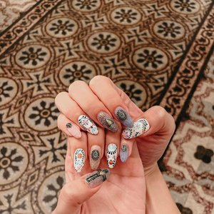 """Cant stop staring at my nails done by @flamingoplayground 😍 I'm officially VACAY READY!  quote """"leanne10"""" for 10% off first timers ♥️ . . . #clozette #nailsofinstagram #ignails #nailsonfleek #nailswag"""