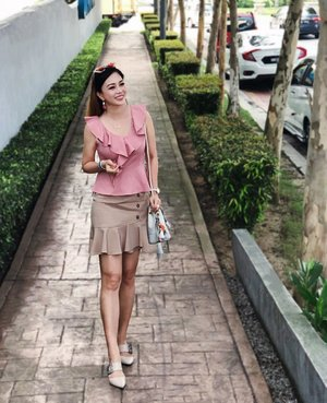 You may never be good enough for everybody. That's fine... but you'll always be the best for somebody, someone who truely cares for you 😘 . Wearing dusty pink v-neck peplum top with ruffles & khaki a-line skort from @dearmomiji . Use code { KELLY10 } to get 10% discount for these two items. I'm wearing size M for both top & skort. Just pm their IG or FB to order. Code expire on 21st Jun 💥 . . #DearMomiji #affordablefashion #streetstyle #instastyle #wiw #clozette kellyootd
