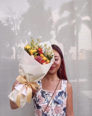 Felt extra summery over the long weekend in @fabuluex's jumpsuit (more pictures coming up). . Also had the pleasure of receiving this beautiful bouquet. @herflowerssg aspires to be a brand that exemplifies boldness, expressiveness, & feminism. Quote HERFLOWERS20 for a discount! #herflowers #flowerhead