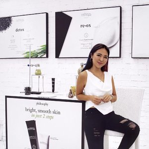 Last night's preview of @lovephilosophy's The Microdelivery Detoxifying Oxygen Peel - you'd understand why there was a commotion after the peel was removed when you try it yourself. @wom_sgpr #peelgoodfeelgood #lovephilosophy . Dressed to the theme in black & white. Asymmetrical top from @fabuluex. | 📷: @melissajaneferosha @ena_teo