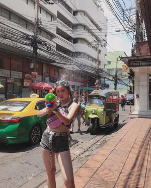 The war started the second we stepped out the hotel 🔫 #songkran #songkran2019 #waterfestival