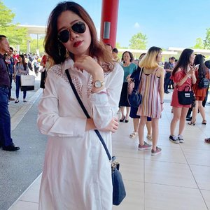 D86; Even when there are a lot of people at the background, I stand out the most because I am this cool. . . . . . #instadaily #instafashion #ootd #sherootd  #fashionmodel #fashionblogger #fashionstyle #fashiondiaries #fashiongram #fashionshot #stylediaries #clozette #asian #asiangirls #asianbabe #asianchick #asianfashion #ig_malaysia #igsg #malaysianmodel #ootdmagazine #ootdsubmit #outfitpost #outfitinspiration #everydaystyle #fashionigers #wearitloveit #aboutalook #whowhatwear #wlyg