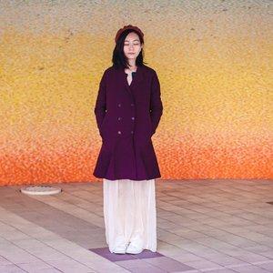 春だけ、可愛いアウターお着る。虹色壁も可愛い~ ^ - ^.I only wear this cute coat in Spring. This rainbow wall is also pretty cute!