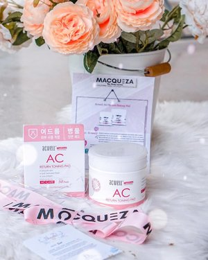 Sometimes happiness comes in huge ways, like a month long holiday in Europe. At other times, happiness comes in small ways, simple & convenient like this lil' tub of @macqueza ACWell Return Toning Pads!  Doused in a rich formula of Tea Tree Oil & other natural ingredients, pat dry on the face after cleansing using the embossed side to effectively remove impurities and dead skin build up, leaving the skin soft and hydrated.  Yasss to simple easy fuss free solutions like this! Just open the lid, pick a toning pad and swipe clean, no need to fumble over pouring the toner on your cotton pads anymore!  #Macqueza #MacquezaSG #BeautyBlogger #SonyAlphaSG #SonySingapore #Clozette