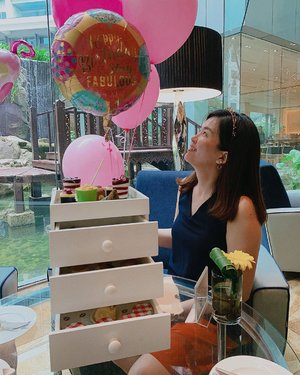 Here's a #throwback to a super early birthday celebration with my bffs @shuyin.ch and @janicelee88 two weeks ago at @intercontinental.kualalumpur ❤️ Thank you girls for the little surprise! 😘 #birthdaysurprise #novbaby #janiceybirthday2019