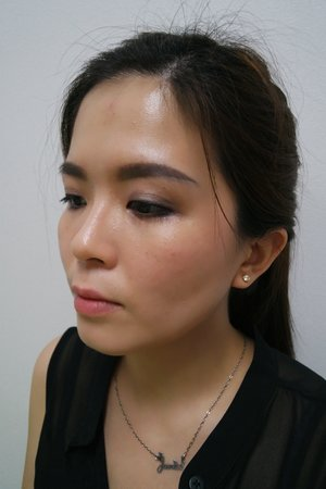 Today's makeup look. All products used on my face are from @burberry. I was lucky to have one-on-one makeup session with Mr Adrian on how to contour and strob my face with their latest Face Contour pen and Fresh Flow pen. Thank you @sephoramy and Mr Adrian, the Burberry makeup expert.   #makeup #beautyreview #beautyblogger #beauty #bblogger #sephoramy