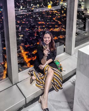 City lights, party nights 💃  Love the view at #ThePeakBGC at #GrandHyattManila 🌃🏙 📷 by @charleneajose (plus editing and the blazer) 🤣  #clozette #ootd