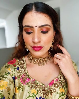 Feeling the Desi vibe tonight 🌸 . . .  #igsgbeauty #clozette #sgbeauty #motd #browngirlmakeup #browngirlswhoblog #indianbeautyblogger #desibeautyblog #browngirlmagic #udsingapore #lauramercier #eyeshadow #indianwedding #nars #redlipstick #glowup #makeuplooks #eyeshadow