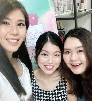 Wefie with the gurls from the @beauty_buzz_inc beauty workshop previously, using @v10plusproducts!  Now, you can also join this workshop at a special rate! To get 10% off, quote @janelkuuu when you register! Feel free to DM me if you have any questions.  Our trainer, Carina, is a certified trainer trained from renowned Jungsaemool Art & Academy in Seoul, South Korea! Besides that, she is also certified and trained from Germany, U.S.A & Taiwan with a vast experience in Beauty Industry for 10 years.  More on this via the blog later. :) #beautybuzz#v10plus