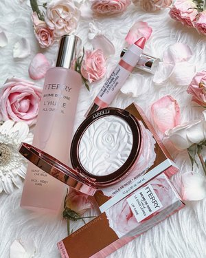 July looking all rosy 🌹 @byterryofficial #BaumedeRose (Glow-in-Rose) features an All-Over Oil for face/body/hair, a Tinted Lipcare and a Brightening CC Powder. How can anyone say no to rose-scented #makeup & #skincare? 💕 . #ByTerrySG #ByTerry #luxurybeauty #clozette