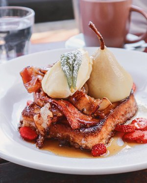 Good morning from #Perth! #Brioche toast with poached pear at @sayerssister makes for a great start to the day! What's for breakfast for you today? 🥓🍐 . #ParadeofAdventures #visitperth #visitaustralia #sayerssister #clozette #foodiegram