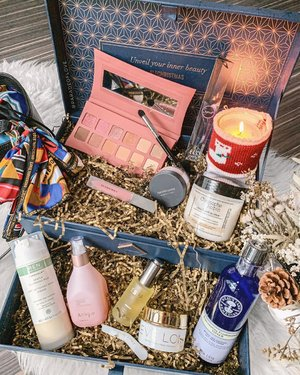 The #Christmas festive sets are rolling in non-stop, how many have you snagged? This @lookfantastic_sg #LFChristmas Beauty Chest is a beauty lover's dream come true with 10 full-sized products worth more than SGD665! Yours at only SGD179 🤩 (PSST! Quote  or  for 22% off select items if you shop on @lookfantastic_sg!) . #christmas2019 #lookfantasticsg #illamasqua #nealsyardremedies #nealsyard #christopherobin #jurlique #renskincare #espaskincare #evelom #sigmabeauty #burberrybeauty #bareminerals #clozette