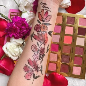 BLOOMS OF LOVE with @limecrimemakeup Venus XL Palette! I've been reaching out for this almost every day for the pigmentation is superb, especially the metallics! A little goes a long way though. #LimeCrime is available on @lookfantastic_sg! 💓 Enjoy the #ParadeofSwatches in the mean time! . #swatchart #limecrime #loookfantasticsg #lookfantastic #swatches #limecrimemakeup #clozette #swatchthis #discoverundrr100k