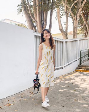 Can you tell I've been feasting all weekend? 💛 This comfy cotton dress from @dniersingapore is the perfect number for your casual brunch dates. Love the cross-back detail, plus you can hide your food tummy 🤫 . #ParadeofOOTD #Dnier #clozette