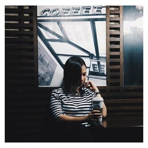 {while waiting}  #clozette #vsco #vscocam #vscocamph #stripes #ootd #minimalist #coffee #monochrome