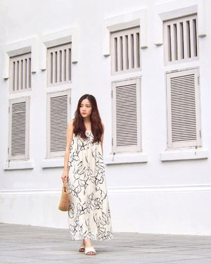 Dreaming of my non-existent getaway in @thesundayavenue Imelda Abstract maxi, comes w a sash too, check out my IG story!