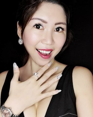 I'm all set for Phyto Singapore 50th Anniversary Gala for tomorrow!  To match with the white theme, I've got these pretty bling extension from @beauholic located right at #04-131, Far East Plaza. Zoom in to see the big bling I've got on my 4th finger. Always love dramatic and elegant designs.  BUT that's not all, eye extensions had always caused me discomfort due to my sensitive eyes but not this time. I can save time without putting on my falsies and wake up looking fresh daily now.  Can you see the excitement on my face? 😂  Well, quote