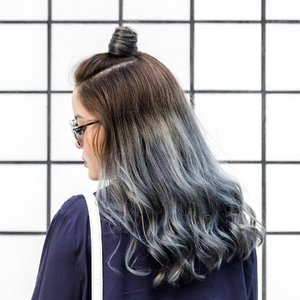 Did a colour refresh at @kimagegroup a while back and my stylist, Ping, added more blue and silver to the mix! 💇🏻 Savouring the last few photos of this hair colour before it all fades away 🌊#kimagegroup #throwback #tb  #clozette #hlrysadverts #glampalmsg #ootdmagazine #ABMstyle #acolorstory #flashesofdelight #thatsdarling #colorventures #pursuepretty #lookbook #asseenonme #classyandfashionable #aboutalook #streetstyleluxe #ootdwatch #stylemacarons #momentsofchic #howihue #walltraveled #kimagegroup #colourcolourlovers #colorsplashes #ootd