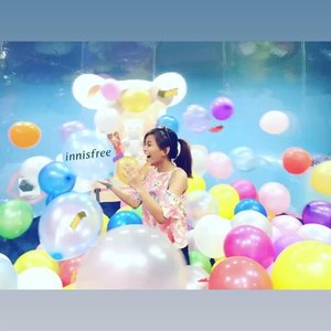 Balloons balloons everywhere! I want to say Happy 1st Birthday to @innisfreephilippines and congratulations on this milestone I wish for your team to be more successful, more skin care products and more oppas on new campaigns! #innisfreePhilippines #innisfreePHTurnsOne My fave innisfree branch is in Mall of Asia and I #ChallengeAccepted on everything I can carry! I have a wide set of arms to carry all the products I can hoard! and #WinWithAryanna @aryannaepperson @valenzuelashie @yahikonails