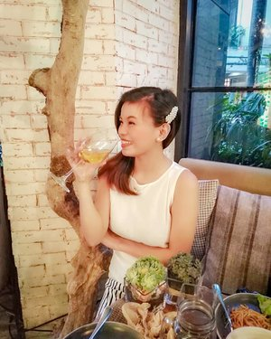 White wine anyone? (P.S. I did not drink it) first time to taste food @thewholesometable