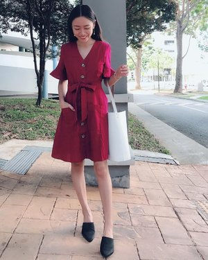 MITTWOCH | It's been a while since I've posted an #ootd Got this dress which looks very much like it's from Editor Markets but in Bugis Street instead for $20!  Oh and it has 2 pockets ✌🏻#happygirl #clozette #CTMonde2019