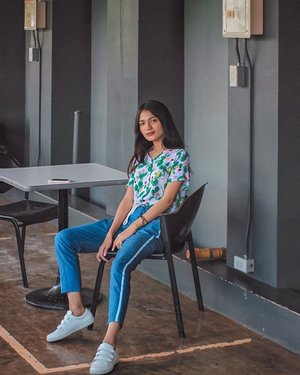 comfy slouching on a weekday 🤗 📸: @jenvejerano  #clozette