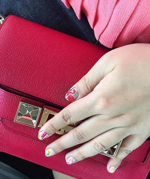 Nails on point! The flamingo obsession continues........... #details  #flatlaystyle #flatlaystudio  #flashesofdelight #effortlessstyle #flatlaythenation  #todaysoutfit #wiw #fashionbloggers #fashiondiaries #fashionblogger #fashiongram #fashionpost #flamingolove #flamingos #fashiongirl #flamingo #ootdshare #abmlifeiscolorful  #whatiwore #clozette  #abmhappylife  #currentlywearing #effortlesstyle #proenzaschoulerps11  #flatlays #acolorstory #ps11 #flamingofun #outfitpost