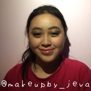 🦍Follow (me) @makeupby_jeva for more makeup💄 videos and photos •  Graduation look 👩🎓 ~~~~~~~~~~~~~~~~~~~~~ Eyebrow @absolutenewyork_id  Contour @maybelline  Eyeshadow @absolutenewyork_id  Concealer @maybelline Eyelashes @blinkcharm ~~~~~~~~~~~~~~~~~~~~~ for more details on the product that I use on this look, comment down below  #hudabeauty #nyx #maybellinefitmefoundation #lagirlcosmetics #makeup #lagirlproconcealer #jevamakeup #sephoraid #mnyitlook #absolutenewyorkid #nyxcosmeticsid #rudecosmetics #prsearch #clozette #makeuptutorial #makeup @tampilcantik