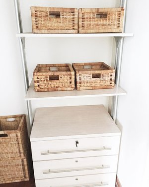 One of the best parts about being a realtor is checking out home decors for ideas that I can use in my own home. 😄  These rattan basket trays in my client's walk-in wardrobe are such a nifty storage idea for small accessories. At least now I know where and how they would fit! (Check out the listing details in my latest IG Stories Highlights.) Do you have trays like these too?  OK time to get back in bed to try and calm the fever.  #roxannechiarealty #realestatelifestyle