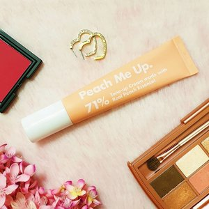 I don't really use a tone-up cream because a majority of them are sooooo dewy and they make me look like a moisturized Kayako Saeki, you know, that girl from The Grudge. (If you don't know that film, shame on you! LOL joke, just Google it.) But Unpa Peach Me Up Tone Up Cream is different. The finish is semi-matte, not to dry, not too dewy. And best of all, I don't turn ghostly white! Just enough to make my tan skin less red and bright like I had 8 hours of sleep. It smells like peach too because it contains 71% peach extract, not water. You can read my full detailed review in StyleVanity.com (link in bio and stories)  Product from @unpa_cosmetics.global  #gifted #kbeauty #toneupcream #clozette #AsianBeauty #kbeautyph #kbeautyblogger #kbeautyaddict #koreanmakeup #koreanbeauty #koreanbeautyph #koreanbeautyblogger #koreanbeautyproduct #skincare #skincareaddict #abcommunity #skincareroutineph #abcommunityph ##kbeautymalaysia#sgbeautyblogger #beautybloggerindonesia