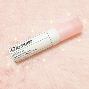 I have been using the Glossier Bubblewrap for almost a month now. As an eyecream, I find it really basic. Good for those in their early 20s. As a lip balm, I love how it gives my lips immediate hydration. It makes me lips feels smooth and soft without the greasy and sticky feeling which I hate from the lip balms. But I never notice the plumping this product promises. At least it comes in a small 22ml pump bottle. I can bring this anywhere and use it whenever I need instant hydration and moisture.  You can read my full review in StyleVanity.com (link in bio and stories). Bought this from @cultbeauty.ph  #clozette #glossier #bubblewrap #glossierbubblewrap #millennialpink #skincare #beautyblogger #abcommunityph #abcommunity #beautybloggerph #sgbeautyblogger #beautybloggerindonesia #thaibeautyblogger #asianbeautyblogger #blogph #saansaph #ssph