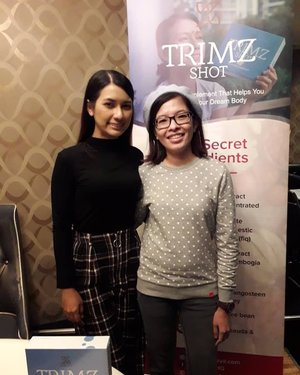 At M&G with Zara Zya in introducing her new slimming product Trimz Shot. She shared her secret for looking young & maintain her figure by Intermittent Fasting, taking her Trimz Shot daily. Trimz Shot is a slimming supplement that contains high grade qualities herbs produced by factory with GMP status. This slimming supplement regulates the organic balance, fights constipation & decomposes neutral fat to give you a slim & trim body. Some of other benefits including skin glowing & anti aging. Zara is not only the ambassador for Trimz Shot but this product is solely managed by her & her team. I can't wait to try out the Trimz Shot. As a quotes saying I will not let age change me, I will change the way I age, who knows after I've consumed I might look younger longer. Thanks @zarazya & team for the invites! You may read more at https://www.zarazya.com or head over to my blog http://jellybeanstar.blogspot.com/2019/03/trimz-shot-new-slimming-supplement.html for more details. 😊💊💁‍♀️ #SaturdayChillin #TrimzShot #IFwithZaraZya #Beauty #Slimming #SlimmingProducts #SlimmingSupplement #Candid #Camwhore #Camwhoring #Blogger #MalaysianBlogger #LifestyleBlogger #Influencer #Clozette #StarClozetter #instapic #instaphoto #igers