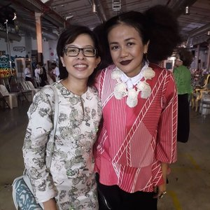 With the talented, one of my favorites @melindalooi! Congrats again on the amazing & beautiful colourful Emel 2018 Raya collection! A colourful & wearable collection inspired by the beauty of Chantilly lace. Both of me & my sis @sweetpearen were wearing Emel 2017 collection. Thanks to @mellooi & @emel.my team for inviting us. 😎👘🎎🎈🎉 @jovianrtw @zaloramy #FabulousThursday #MetalBeesStudio #EDObyJM #ZALORAYA2018 #ZaloraMY #Camwhore #Camwhoring #Candid #Blogger #MalaysianBlogger #LifestyleBlogger #Influencer #Clozette #StarClozetter #instapic #instaphoto #igerscolourful Emel 2018 Raya collection launch
